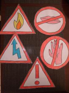 Trier les objets du quotidien - Le blog de Celine et Claire PE2 : brule, électrocute, ne pas avaler, ne pas toucher, être prudent