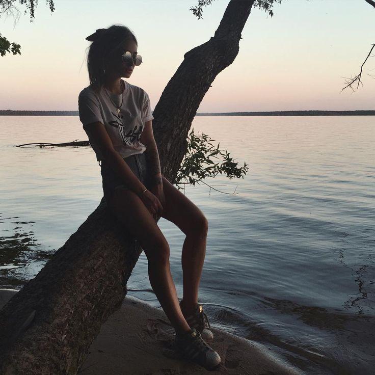 А у нас релакс, костёр на берегу озера, песни под гитару и красное вино! 🍷🙋🏼 #enrickiesholidays