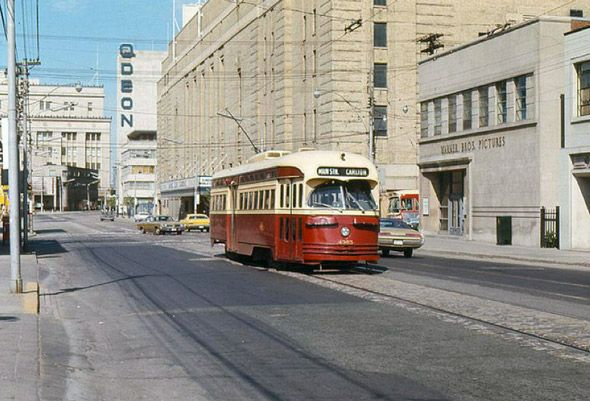 Streetcar - Carlton & Yonge in front of Maple Leaf Gardens