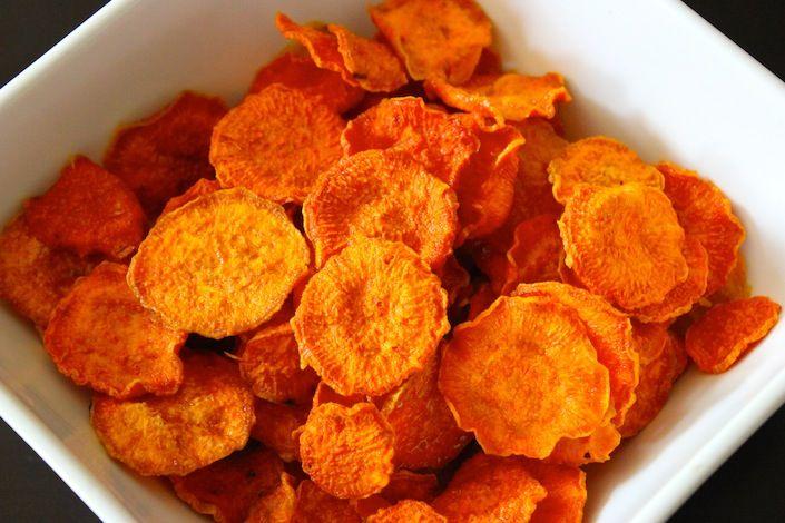 A házi chips fincsi és nincs tele tartósítószerrel és ízfokozóval, ezért is érdemes elkészíteni! Hozzávalók: 4 nagy vörös burgonya 7 dkg vaj só Elkészítése: A[...]