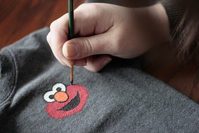 painting custom t-shirts.  Cute ideas and a good tutorial.  This would have been great for today's elmo party! :D