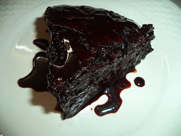 Πρόκειται για το Αμερικάνικο CRAZY CAKE Ησυνταγή είναι από : σε εκτέλεση της Σόφης Τσιώπου. ΥΛΙΚΑ ΓΙΑ ΤΟ ΚΕΙΚ1 1/2 κούπα αλεύρι γ.ο.χ3 κ.σ κακάο1 κούπα ζάχαρη 1 κ.γ κοφτό σόδα (εγώ βαζω 1/2)1/2 κ...