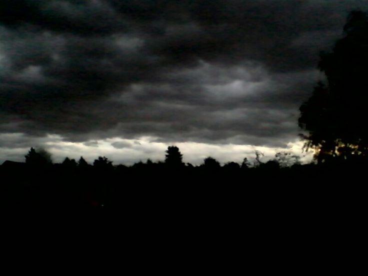 Dunkle Wolken vor dem Sturm!