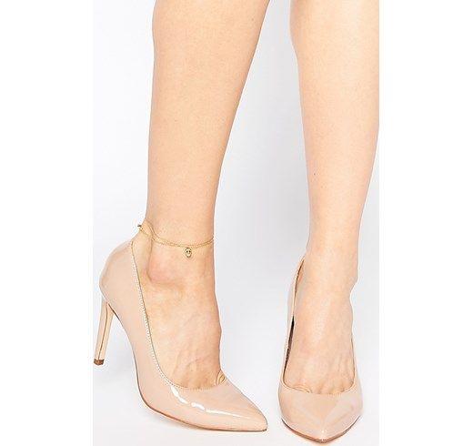 Indossa scarpe color carne quando indossi abiti senza calze, in questo modo la tua gamba sembrerà più slanciata!
