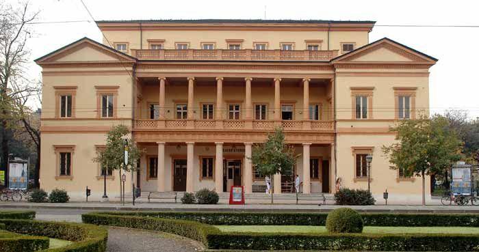 #TEATRO #STORCHI,Largo Garibaldi 15, 41124 #Modena Biglietteria telefonica: 059/2136021 dal lunedì al venerdì ore 9/13  info@emiliaromagnateatro.com Seguilo su www.emiliaromagnateatro.com