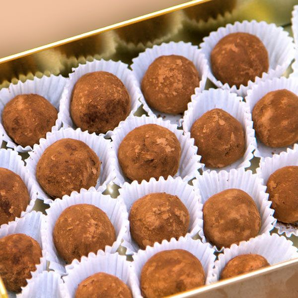 Estas trufas fáciles 3 ingredientes se preparan en un momento y son un detalle dulce delicioso y perfecto para compartir o para llevar de regalo