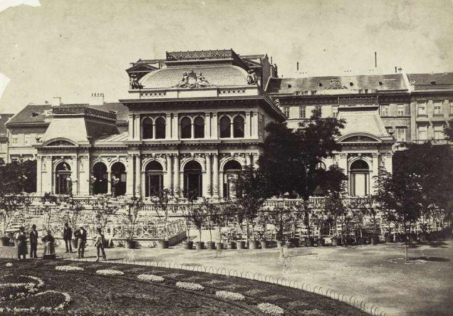 budapest 1890 | Erzsébet-téri kioszk épülete. A felvétel 1880–1890 között ...