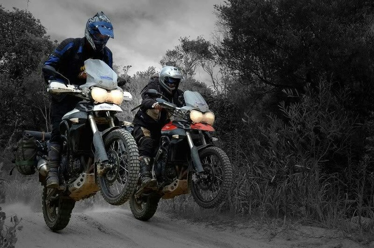 Triumph Tiger 800XC - Friendly Race to the bar