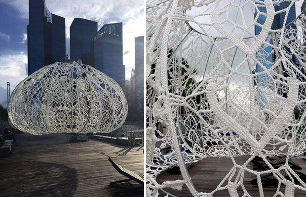 The Urchins: Estúdio de arquitetura cria instalações gigantes de crochê para festival em Cingapura - Follow the Colours