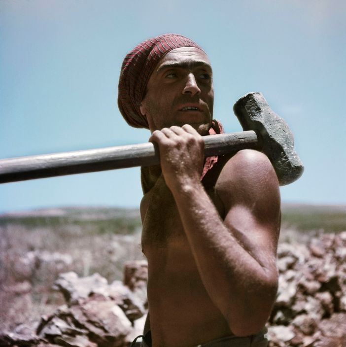 Robert Capa. Worker, Israel 1949-1950