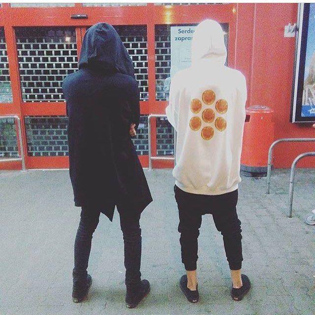 """Polubienia: 474, komentarze: 1 – rockmetalshop.pl (@rockmetalshop) na Instagramie: """"AmenOmen Bluza z kapturem po lewej 🔝 Zakupy⬇️ 🛒link w profilu🛒 #twins #blackandwhite #black #white…"""""""