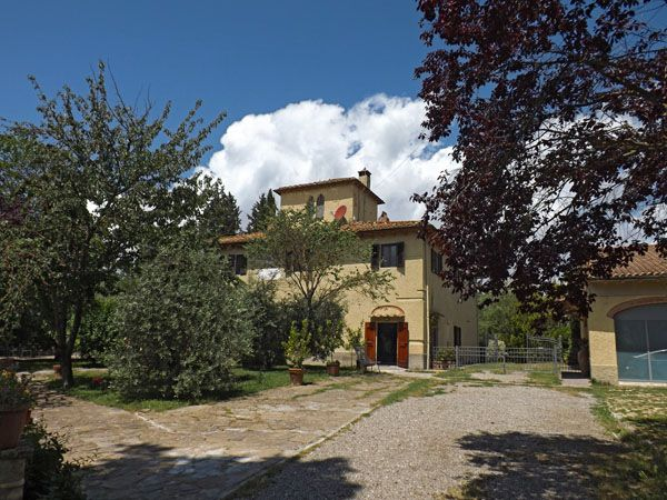 Italy Villa Rentals - Apartment Rental in Montespertoli, Tuscany -       This is where we will be staying folks!  So excited!!!