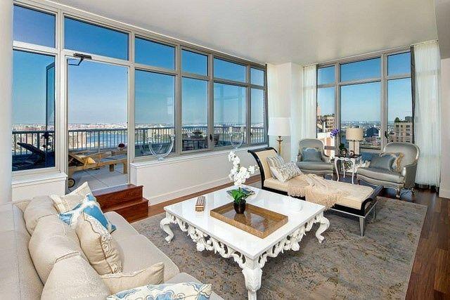 moderne Penthousewohnung eklektische Einrichtung Glasfronten