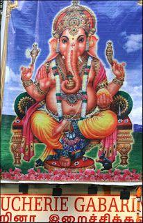 Tous les ans à la fin août se déroule la Fête de Ganesh à Paris. Plus grand festival indien en France, les rues du 10e et du 18e arrondissements sont dépaysantes.