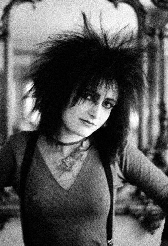 Siouxsie by Steven Severin, Scarborough, England Date: November 1982. Love this rare Photo.