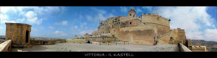 Victoria - Gozo (MALTA)  La Cittadella si trova all'estremità nord di Victoria (Rabat), la capitale di Gozo, nel punto più alto della città. E' un'antica e compatta fortificazione circondata da bastioni e alte mura circolari, sia sul lato nord, verso la campagna, che su quello sud, verso la città.   See more photos on: www.robertobianconi.net