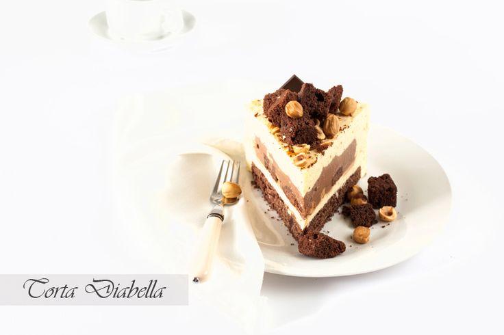 диабелла,  шоколадный бисквит, шоколадный ганаш, баварский крем с белым шоколадом и фундуком