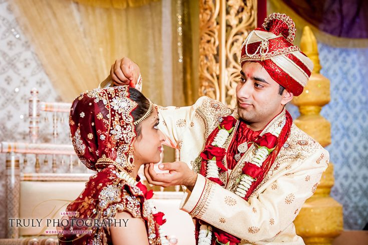 I first met Krina & Rikesh early last year when I photographed their Hindu Engagement Ceremony. After their Regent's Park Engagement Photo Session and their Registration, the final event was their Hindu Wedding Ceremony in London. It was a beautiful and emotional ceremony.I really enjoyed…