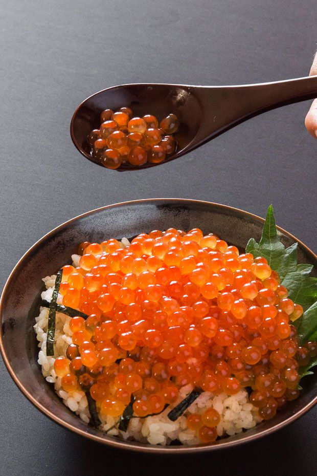 How to easily separate and cure salmon roe in a dashi brine to make ikura (Japanese salmon caviar).