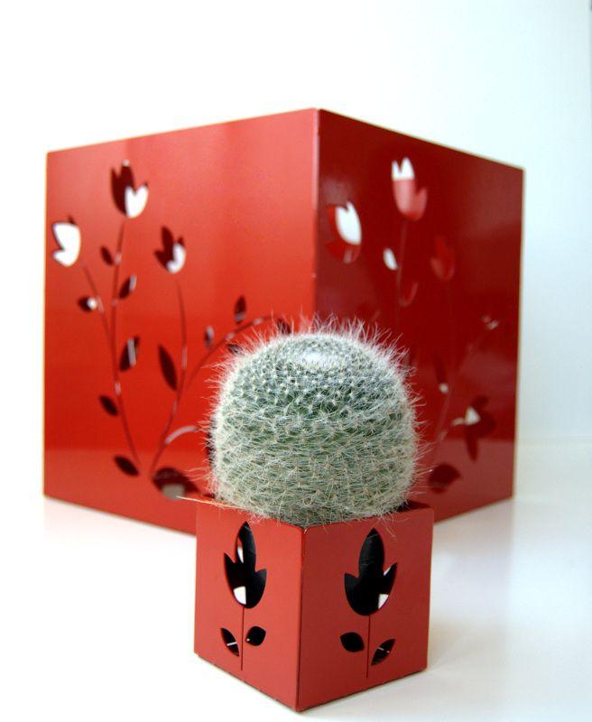 FLO' (pot holder)  design Carmine Mergiotti  #pot #flower #iron