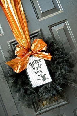 halloween tulle wreathHalloween Theme, Holiday Wreaths, Halloween Decor, Halloween Crafts, Front Doors, Tulle Wreaths, Halloween Fal, Tulle Wreath Tutorial, Halloween Wreaths