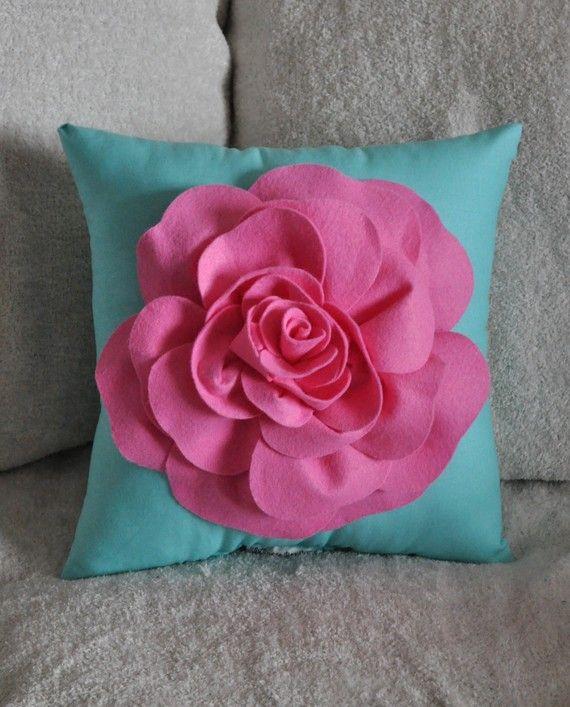 what a pretty, fun pillow!
