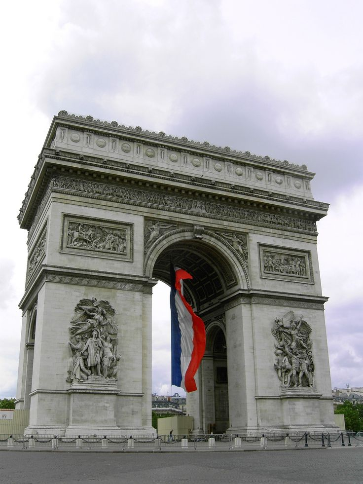 Arc de Triomphe, Paris, View with France national flag