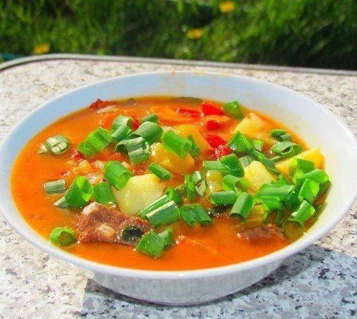 «Бограч», венгерский суп. Рецепт этого вкуснейшего супа, мне привез приятельиз Западной Украины, теперь готовлю его регулярно.Можно готовить из разного мяса ( говядина, телятина, баранина), у меня телятина. Так же его готовят в казане и на костре. Всем рекомендую!)