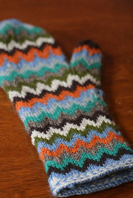 Chevron Love Mittens, knitting pattern on Ravelry