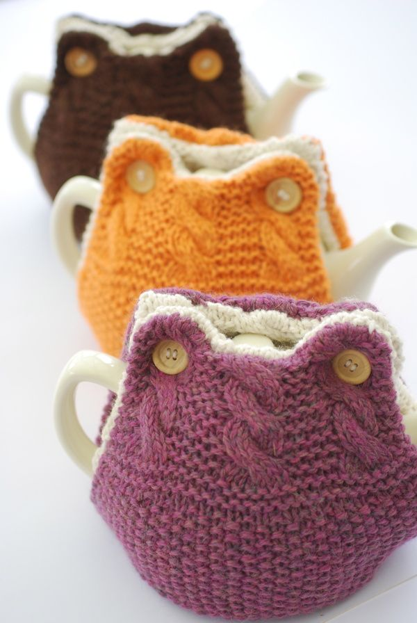 Hand Knitted Tea Cosy Patterns : 1000+ images about tea cosies on Pinterest Cozy cover, Potholders and Yarns