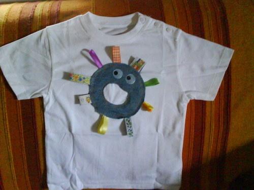 t-shirt del pupazzo bulletto