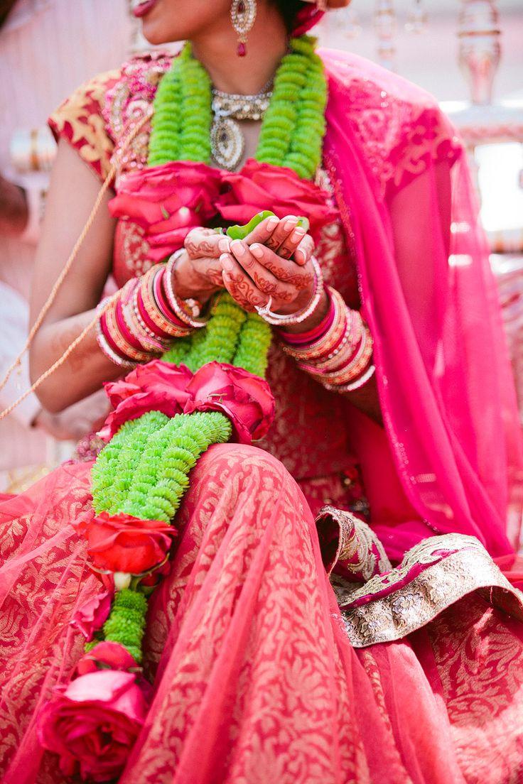 19 best flower garland jaimala images on pinterest indian bridal indian weddings and flower. Black Bedroom Furniture Sets. Home Design Ideas