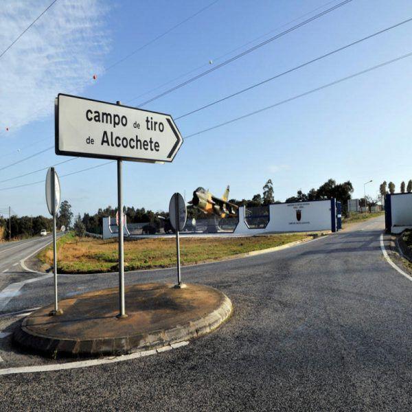 Com a expansão do aeroporto Humberto Delgado, em Lisboa, o Campo de Tiro de Alcochete pode ser obrigado a encerrar. Hipótese estudada em 2008 a ser discutida. A Câmara de Mértola está frontalmente contra. #aeroporto #alcochete #campo