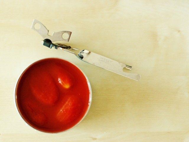 スーパーで売ってるトマト缶!!パスタやスープ以外に使い方はたくさんあるんですよ♡今回は、時短で簡単に作れるトマト缶レシピをご紹介しちゃいます。どれもとっても美味しそうなので是非ご自宅でチャレンジしてみてください☆