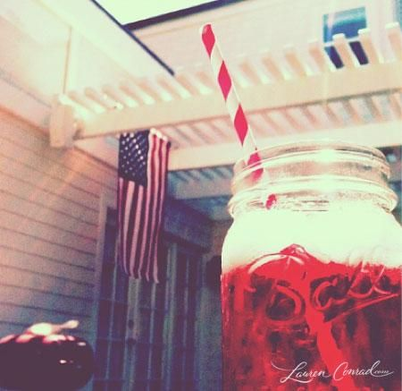 adding a stripped straw to your mason jar drink makes it so much cuter :-) and it's a cute idea for parties: In A Jar, Cute Ideas, Blog Photos