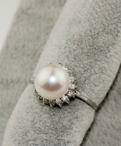 By Monday ill know if this ring will be mine :) pray it's still there on Monday!