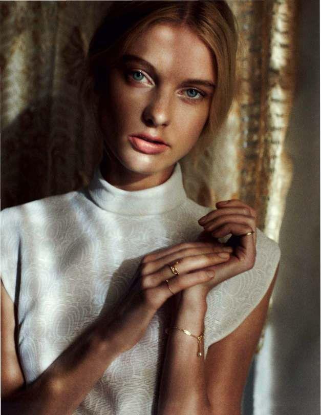 Patricia van der Vliet & Josephine Skriver by Benny Horne (Beauty & Sadness - Vogue Russia June 2012 (7)