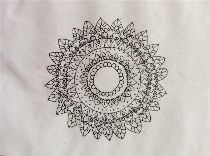 Mandala tekenen! Bloemen mandala!🌺 Wil je weten hoe je het maakt kijk dan hoe ik het heb geprobeerd!