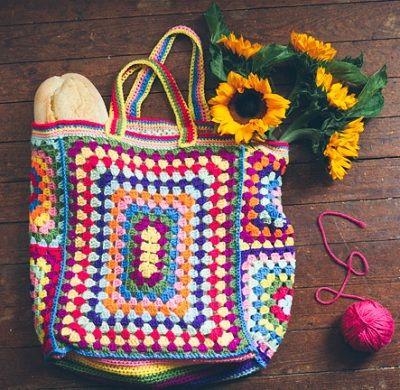 Fuente: http://www.slugsontherefrigerator.com/blog/guest-pattern-granny-square-bag :-) •✿•  Teresa Restegui http://www.pinterest.com/teretegui/ •✿•