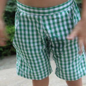 These adorable little summer shorts are perfect for the little man in your life. Complete with pockets and a fun, classy fit, these Big Boy Bermuda Shorts are a great way to sew kids' clothes.
