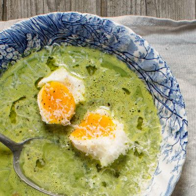 Grönkålssoppa med vita bönor och ägg