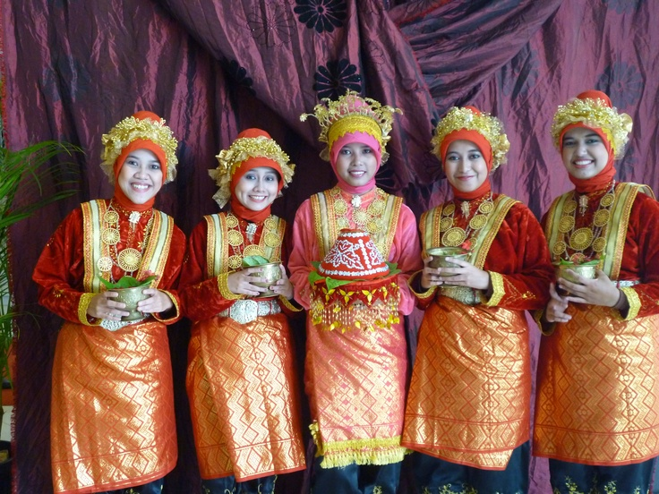 I dance Ranup Lam Puan, traditional dance for welcoming Bridal.  This dance from Aceh, Indonesia.