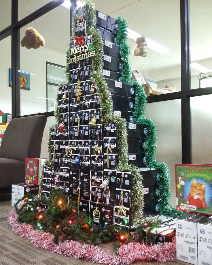 """Christmas is coming......saatnya bermain dengan kardus bekas tinta Hp Laserjet..."" #christmastree #pohonnatal #crafts #craft #reused #hplaserjet #daurulang #box #idekreatif #ilikeit #christmas #christmascrafts #recycle #simple #library #libraryfun #librarylove #librarydecorations #librarian #perpustakaan #christmasbooks #christmasbook #books"