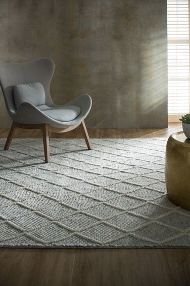 Ivy - Hand-woven with a classic Moroccan motif, this woollen rug has subtle variations which imparts rich texture and enhances the rug's remarkably organic appearance.