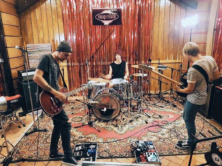 """Polubienia: 429, komentarze: 2 – rockmetalshop.pl (@rockmetalshop) na Instagramie: """"Szykuje się rockowe pierdolniecie @radioslam już nagrywa materiał w @vintage_records_poland w…"""""""