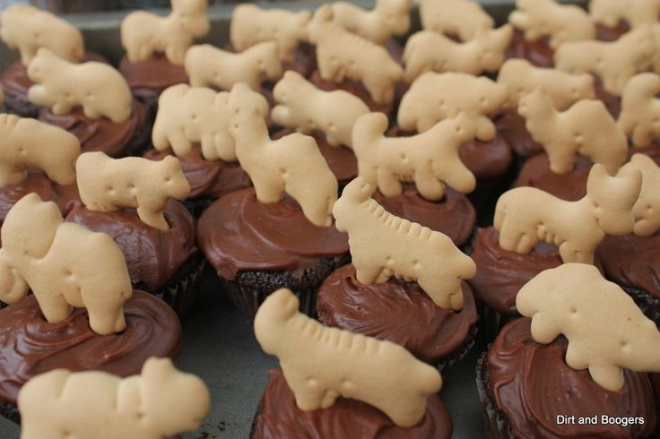 Animal cracker cupcakes