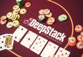 Usually while playing online, one needs to ensure that they are able to get access to their earned amount quickly and conveniently. Gone are the days, when agen poker terpercaya used to assist you in the process. But now with the change in the time, online casino offers simple depositing process wherein you can deposit and draw quickly.