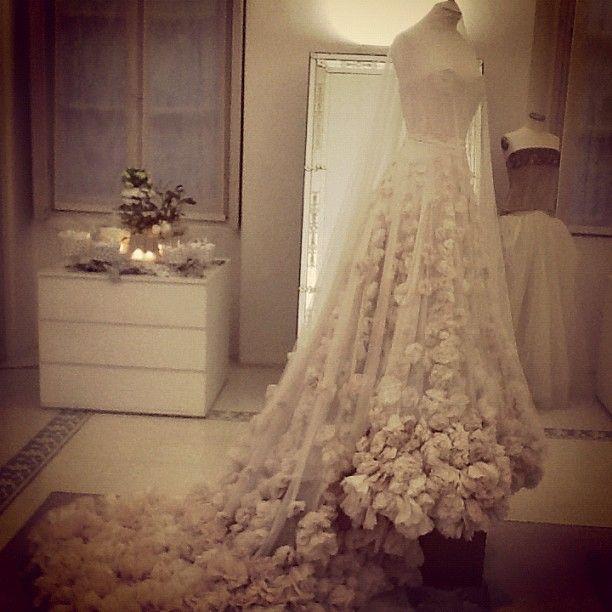 #LEILAHAFZI #BRIDALgown #exhibit at #PenelopeSposa #Brecia #Italy yesterday #Sposa #matrimoni #Bridaldress #Brud #sustainablefashion #BridetoBe #Wedding #EcoBride #bridetobe #WeddingParty #couture #Love #Marriage #stilista #Sposa #Milan #Rome #Bryllup #gettingmarried #fashion4globalshift Web Instagram User » Followgram
