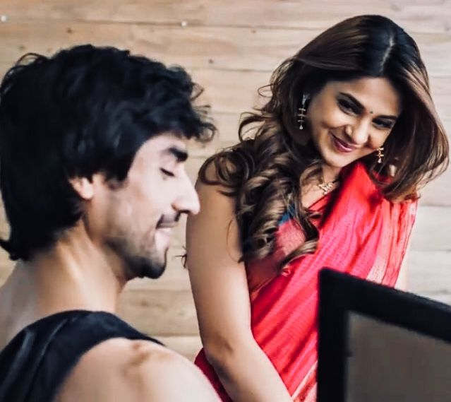 Bepannaah Bepanah Adityahooda Adiya Jenshad Zoya Bepannahlove Bepannah Harshadchopda Jennife Jennifer Winget Jennifer Winget Beyhadh Beautiful Smile