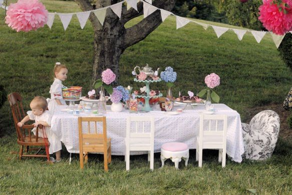 Garden Tea Party...Alice in Wonderland Style. Too cute!
